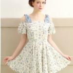 """""""พร้อมส่ง""""เสื้อผ้าแฟชั่นสไตล์เกาหลีราคาถูก Brand It. girl เดรสผ้าฝ้ายสีขาว ลายดอกไม้โทนสีฟ้า ซิบด้านหลัง ไหล่เป็นโบว์สีฟ้า ช่วงอกเป็นยางยืด เปิดไหล่ มีซับใน -size M"""