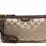 Coach Campbell Signature Large Wristlet # 51111 สี BRASS/KHAKI/MAHOGANY