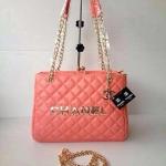 กระเป๋า Chanel ทรงปากหีบ มีช่อง 3 ช่องใส่ของได้เยอะ หนังนิ่ม มีตุ้งติ๊งห้อย ขนาด 12 นิ้ว