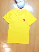 ขายส่ง:พร้อมส่งเสื้อยืดเก๋คอวีแต่งอาร์มปักรูปนก/อก34/เหลือง