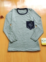 ขายส่ง:เสื้อคอกลมแขนยาวแต่งเป๋าที่อกสกีนยิ้มแบบน่ารัก/อก33-34