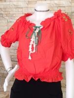 ขายส่ง:เสื้อคอปาดแต่งปักดอกไม้ที่แขนต่อสายผูกโบว์แบบน่ารัก/อก40