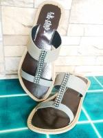 ขายส่ง:พร้อมส่งรองเท้าแฟชั่นสวมสายpuแต่งเพชรเก๋ๆ/ไซส์8