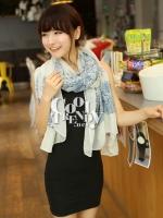 ผ้าพันคอวินเทจ ลาย Porcelian : ผ้า Viscose - size 180*70 cm - สี White & Blue