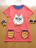 ขายส่ง:เสื้อยาวทรงปล่อยใส่สบายแต่งสกีนหน้าแมวแบบน่ารัก/อก38