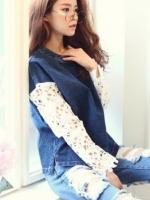 พร้อมส่งแฟชั่นเกาหลี:เสื้อยีนส์เก๋ทรงปล่อย ต่อแขนผ้าลูกไม้ถัก