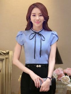 เสื้อเชิ้ตผู้หญิงแขนสั้นสีฟ้า โบว์เล็ก เป็นชุดยูนิฟอร์ม ชุดทำงานพนักงานออฟฟิต