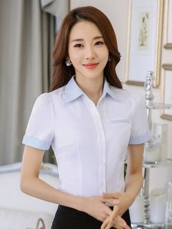 เสื้อเชิ้ตทำงานแขนสั้น สีขาว ปกฟ้า เป็นชุดยูนิฟอร์ม ชุดพนักงานออฟฟิต