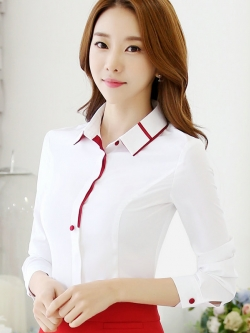 เสื้อเชิ้ตผู้หญิงแขนยาวสีขาว คลิปสีแดง เป็นชุดทำงานชุดยูนิฟอร์มเรียบๆ