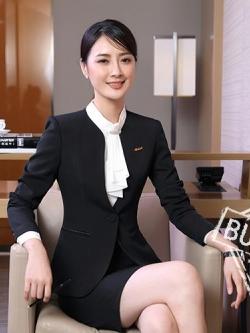 ชุดสูทผู้หญิงแขนยาว เสื้อสูทไม่มีปกสีดำ พร้อมกระโปรงสีดำ