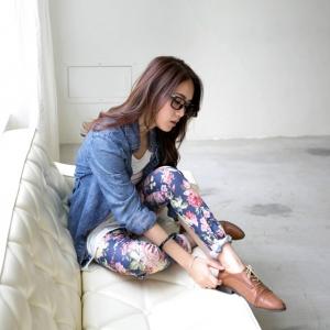 ♥♥หมด♥♥ กางเกงเลกกิ้งขายาว ตัวพื้นสีน้ำเงินกรม ลายดอกกุหลาบดอกโตสีแดงสวยๆ พร้อมด้วยดอกไม้ 5 กลีบสีชมพู ช่วงเอวยางยืด มีกระเป๋าข้างลำตัวทั้ง 2 ข้าง สวมใส่สบาย น่ารักมากๆ ค่ะ