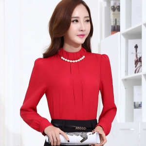 เสื้อผู้หญิงแขนยาวคอเต่า สีแดง เป็นชุดทำงานชุดยูนิฟอร์มเรียบหรู