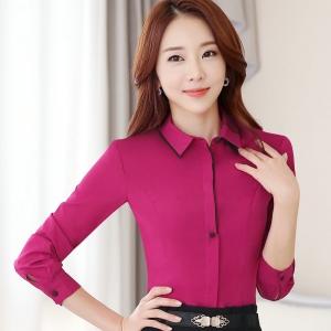 เสื้อเชิ้ตผู้หญิงแขนยาวสีชมพูเข้ม คลิปสีน้ำตาล เป็นชุดทำงานชุดยูนิฟอร์มเรียบๆ