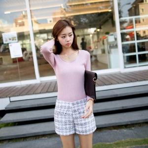 ♥♥พร้อมส่งค่ะ♥♥ กางเกงขาสั้น โทนสีกางเกงสีขาวเล่นลายสีดำ สวยคลาสสิคมากๆ เนื้อผ้า woolen เนื้อดี สวมใส่สบาย น่ารักมากๆ ค่ะ