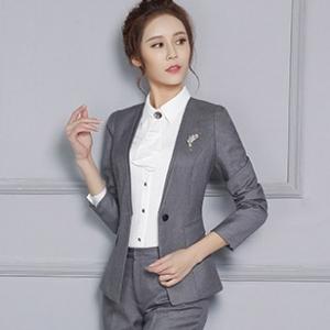 ชุดสูทผู้หญิงยูนิฟอร์มพนักงานออฟฟิต เสื้อสูทไม่มีปกสีเทาเข้ม พร้อมกางเกงสูทสีเทา