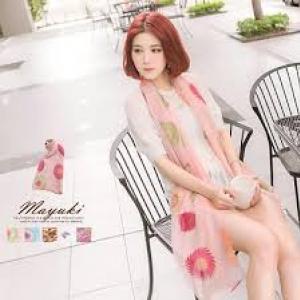 ♥♥โทนสีชมพูพร้อมส่ง♥♥ ผ้าพันคอสวยๆ โทนสีชมพูหวานๆ พิมพ์ลายดอกไม้สวยๆ สบายตา เนื้อดีผ้าชีฟองพริ้วสวย