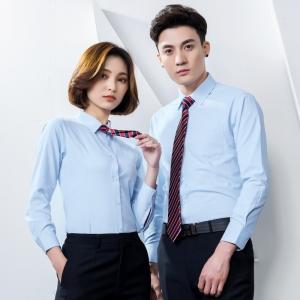 เสื้อเชิ้ตพนักงานผู้หญิงและผู้ชาย สีฟ้า เป็นชุดยูนิฟอร์มเรียบๆแบบเหมือนกัน