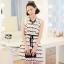"""""""พร้อมส่ง""""เสื้อผ้าแฟชั่นสไตล์เกาหลีราคาถูก Brand Cherry KOKO เดรสสีขาวลายหยักสีดำ แขนกุด แต่งระบายแขน ซิปหลัง มีซับใน มีผ้าผูกเอวสีดำให้ค่ะ size L thumbnail 1"""