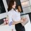 เสื้อเชิ้ตผู้หญิงแขนยาวสีขาวขอบสีฟ้า คอวี thumbnail 4