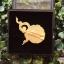 ขายส่ง:พร้อมส่งเข็มกลัดร.๙ชุปทองแต่งลวดลายกนกพร้อมกล่องใส่/ขนาด3.5x3.5ซม thumbnail 2