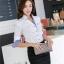 เสื้อเชิ้ตผู้หญิงแขนยาวสีขาวขอบสีฟ้า คอวี thumbnail 3