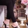 รองเท้าแฟชั่นส้นเข็มทรงสวมแต่งอะไหล่ทองด้านหน้า