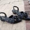 รองเท้าคัทชูเปิดส้นแต่ดอกคามีเลียประดับโลโก้ chanel