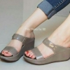 รองเท้าแฟชั่นสวมน้ำหนักเบาแต่งโลโก้จรเข้ด้านหน้า