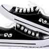 รองเท้าผ้าใบ ตราสัญลักษณ์ INFINITE