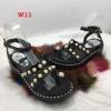 รองเท้าแตะแบบสวมนิ้วโป้งรัดส้นแต่หมุดมุกสวยมาก ๆ