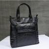 พร้อมส่ง กระเป๋าถือ สีดำ หนัง PU แบบซิป มีช่องเก็บของด้านหน้าและด้านหลังกระเป๋า มีสายสะพายยาว