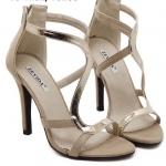 รองเท้าแฟชั่นส้นสูงปิดส้นเดินเส้นด้านเป็นรูปตัว S สวยและดูหรูหรามาก