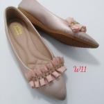 รองเท้าคัทชูส้นเตี้ยแต่งระบายประดับเพชรด้านหน้าน่ารักมาก