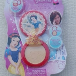 Snow White Powder Foundation แป้งทาหน้าสำหรับคุณนู๋ งานลิขสิทธิ์จาก Disney Princess ใช้ทาหน้าเหมาะสำหรับเด็กตั้งแต่อายุ 5 ขวบขึ้นไป มีพัพมาพร้อมในเซท