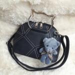 กระเป๋าหนัง FASHION หนังสวย แถมตุ๊กตาหมีฟรี ขนาด 9 นิ้ว
