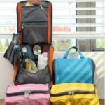 กระเป๋าอเนกประสงค์ สำหรับใส่อุปกรณ์อาบน้ำ เครื่องสำอางค์ และของใช้ส่วนตัวต่างๆ มีที่แขวนในตัว พกพาสะดวก เดินทางท่องเที่ยว