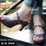 รองเท้า LOUIS VUITTON STYLE ทรงสวม ส้นไม้ แต่งอะไหล่ทองหลังส้นสวยเก๋