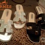 รองเท้า รุ่นเพชรวิ้งๆ HERMES H logo classic sandals.