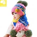 หมวกเด็กไหมพรม พร้อมผ้าพันคอลายปลาสีชมพู