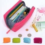 กระเป๋าถือใส่เงิน สมุดบัญชี นามบัตร บัตรATM พาสปอร์ต เครื่องสำอางค์ และของจุกจิกต่างๆ