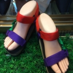 รองเท้าแตะรัดส้นใส่สบายสีสันสดใส