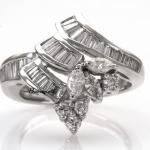 รหัส IKRPT0115-09 แหวนเพชร แหวนเพชร เพชรน.นรวม 95 ตัง ราคาผ่อนเดือนละ 3,450 บาท ระยะเวลา 10 เดือน มีวงเดียวเท่านั้น!!! โทร.0948626521/Line : @passiongems (อย่าลืมใส่ @หน้าpassiongems นะคะ)