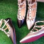 รองเท้าคัทชูสไตล์ Valentino ส้นแบน