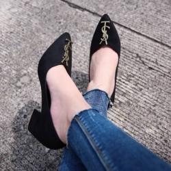 รองเท้าคัทชูส้นสูงประดับอะไหล่โลโก้ YSL