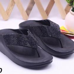 รองเท้า fitflop แบบหูคีบแต่งเพชร สีดำ
