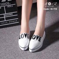 รองเท้าผ้าใบเสริมส้นหัวแหลมสกรีนลาย Love น่ารัก
