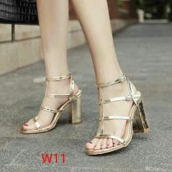 รองเท้าส้นสูงแฟชั่น แบบรัดส้น สายคาด หนังเงาแต่งเข็มขัด ส้นสูงประมาณ 5 นิ้ว