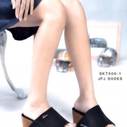 รองเท้าส้นเตารีดแบบสวมหนัง PU แต่ง logo ลาครอส