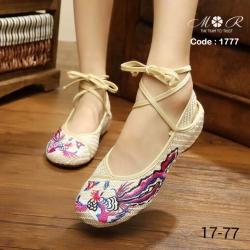 รองเท้าปักสไตล์จีนแบบที่ดาราใส่กัน