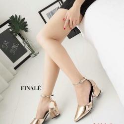 รองเท้าัทชูส้นสูงประมาณ 3 นิ้วหนังแก้วแต่สายรัดข้อเท้า
